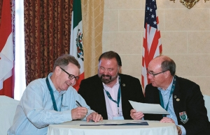 Business Session: From left: DU Inc Board Chairman John Newman, DU de México President Rogers Hoyt and DUC Board Chairman Tom Worden sign joint resolutions in support of a new continental campaign.
